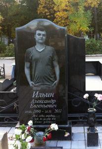 Купить памятник на могилу фото омске фото надгробные памятники из гранитной крошки